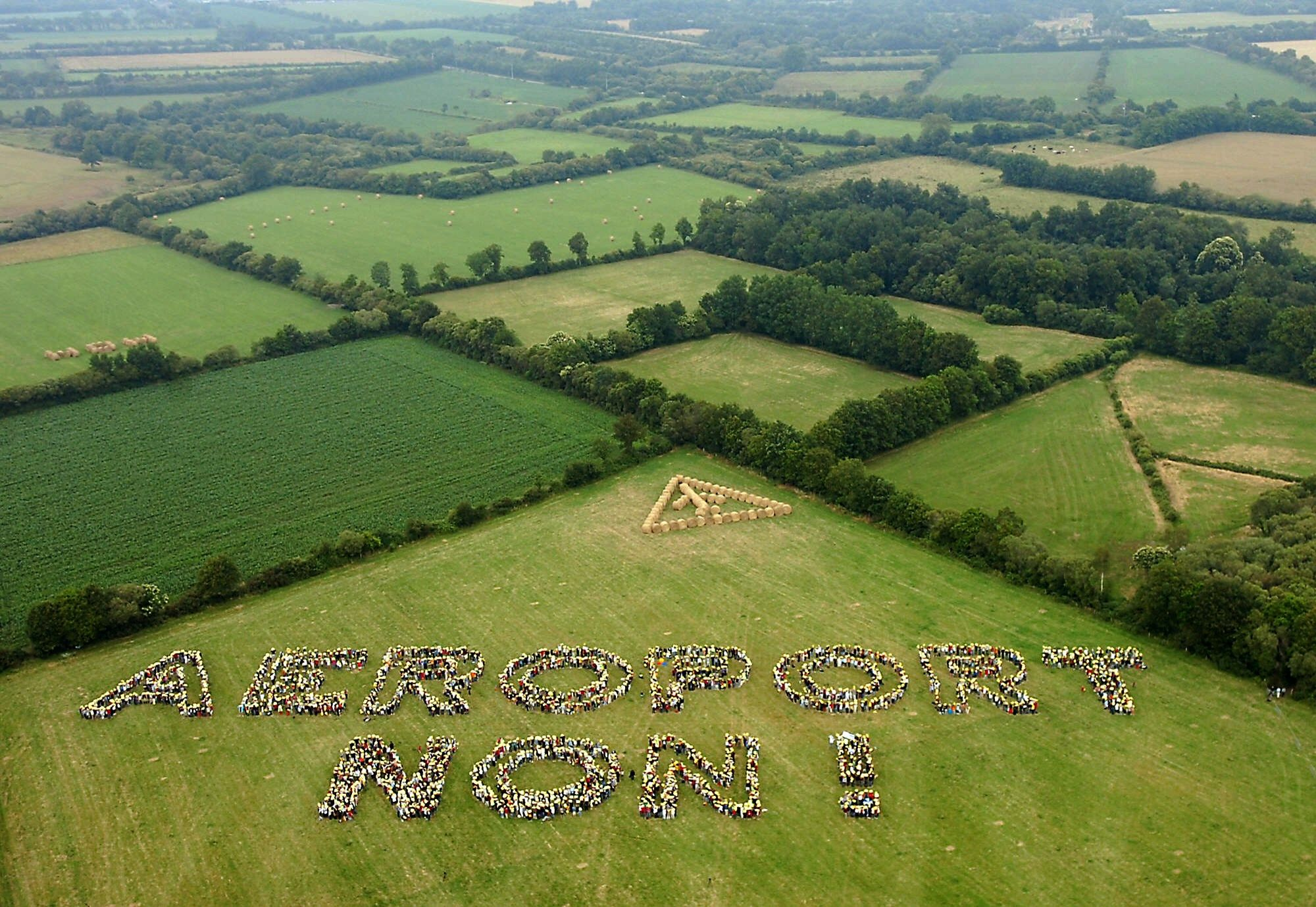 "(FILES) A file picture taken on June 25, 2006 shows an aerial view of protesters performing a human chain in order to write ""Airport, no!"" in the countryside of Notre-Dame-des-Landes near Nantes where the construction of an airport may take place. The prefecture of Loire-Atlantique announced on October 30, 2015 that the French State authorized the resumption of the construction works of the controversial airport project in Notre-Dame-des-Landes, near Nantes, adjourned since 2012.AFP PHOTO / ALAIN JOCARD"